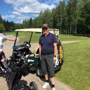 Hannu Meskanen ja Ilves golf-auto